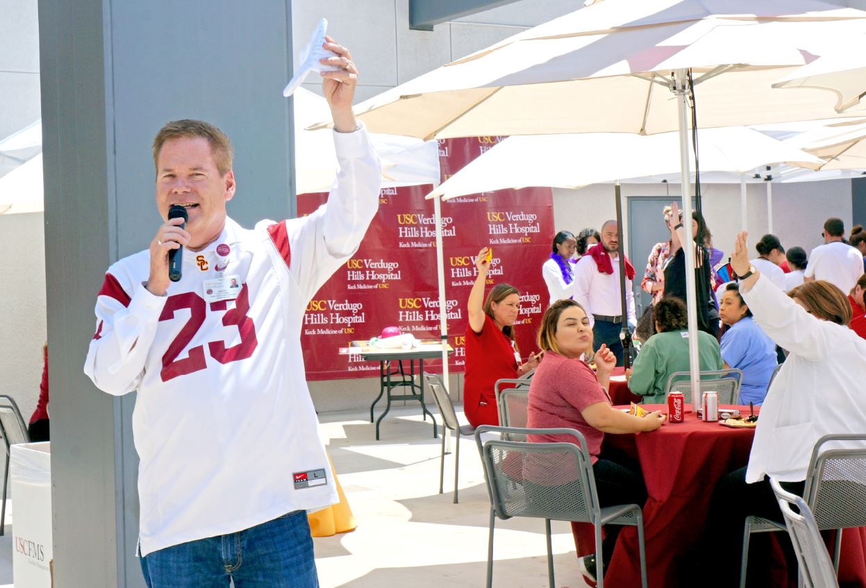 Photo by Mirjam Swanson / OUTLOOK At a lunch with hospital employees last week, USC Verdugo Hills Hospital CEO Keith Hobbs celebrates the five-year anniversary of Keck Medicine of USC's acquisition.